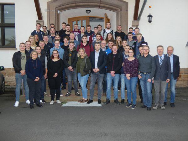 Studierende der Fachschule Alsfeld mit ihren Lehrkräften